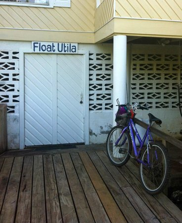 Float Utila: Bike parking