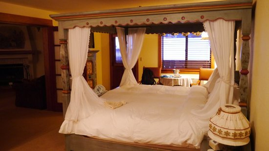 Enzian Inn:                   bed