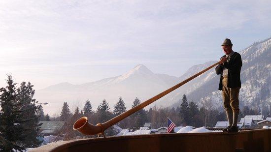 Enzian Inn:                   Alphorn serenade