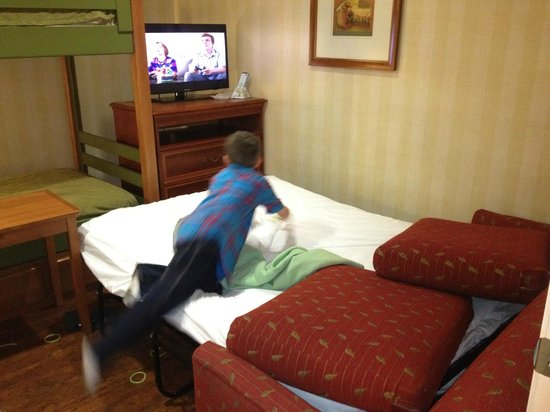 BEST WESTERN PLUS Raffles Inn & Suites:                   Kids room with bunk beds and pull out sofa