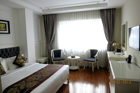 Alagon Central Hotel & Spa: Window and sitting area - yellowshirts
