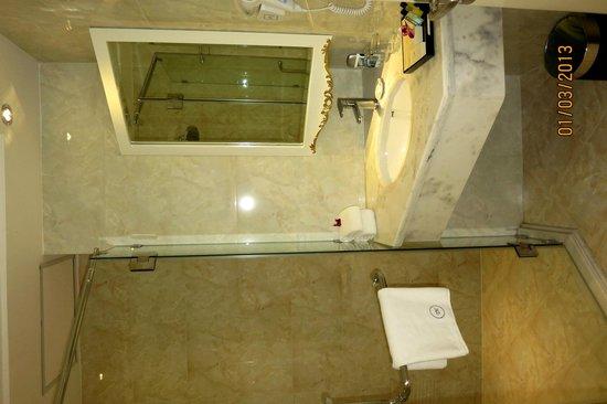 Alagon Central Hotel & Spa: Bathroom sink (marble) - yellowshirts