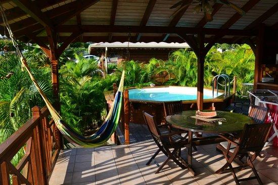 Ti Kaz Malanga : Salon et piscine