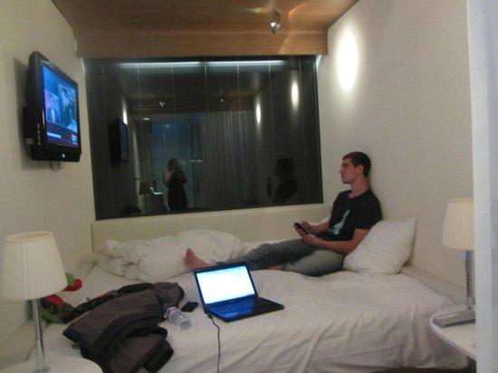citizenM Amsterdam: cama (gigante)