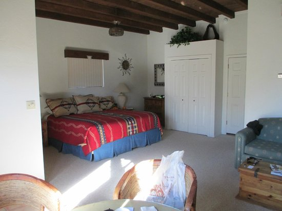 White Stallion Ranch: Very spacious, bright and comfortable room.