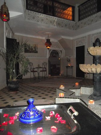 Riad El Farah: Riad at night