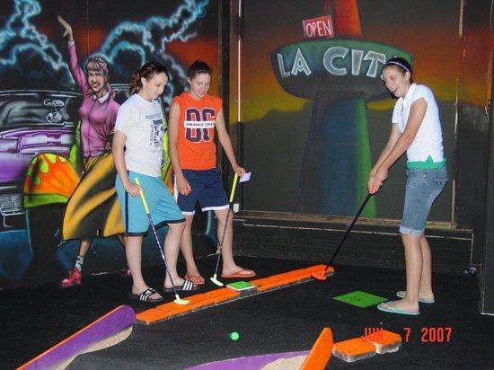 Funway Ultimate Entertainment Center: Rock-n-Roll Black Light Mini Golf