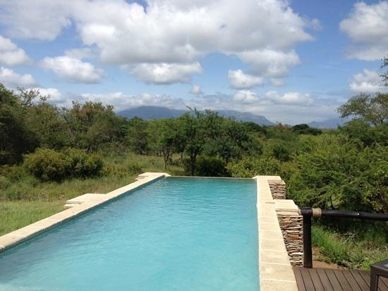 The Vuyani Safari Lodge: beautiful view of the mountains