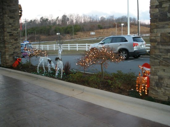 Fairfield Inn & Suites Elkin Jonesville: Outdoor Decorations