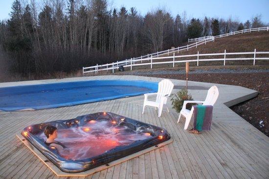 Namaste Esperanza An Integrated Wellness Retreat: Pool and hot tub