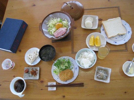 Marunaka Lodge:                   Breakfast!