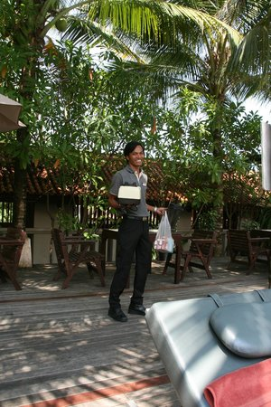 Khaolak Oriental Resort: Bhandari Oriental finaly Peter went to Phuket and bought tonicwater!!! A true angel!!!