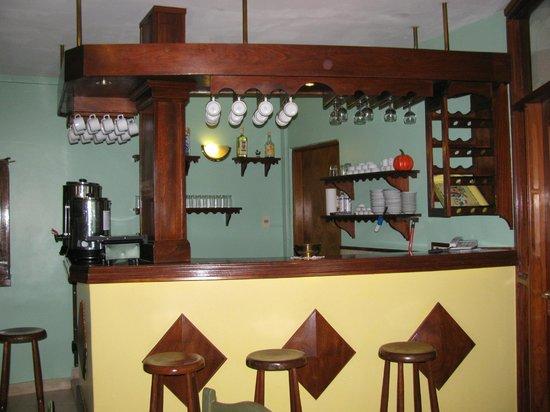 Barra en el comedor - Picture of Apart Hotel Geminis, Termas del ...