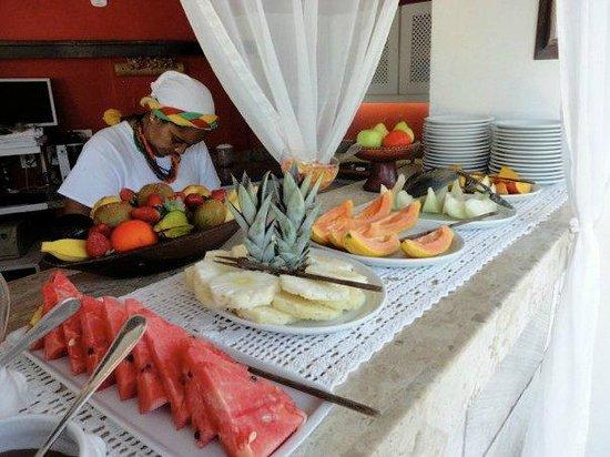 Abracadabra Pousada: Breakfast buffet
