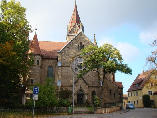 Hotel Sonne: Church across the road