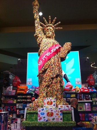 New York - New York Hotel and Casino: jelly bean statue