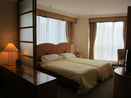 Harbour Plaza Resort City Hong Kong:                   my room on 19th floor