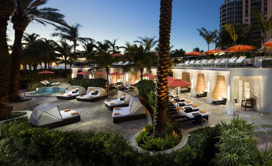 Soak Cabanas Daybeds Picture Of Loews Miami Beach Hotel