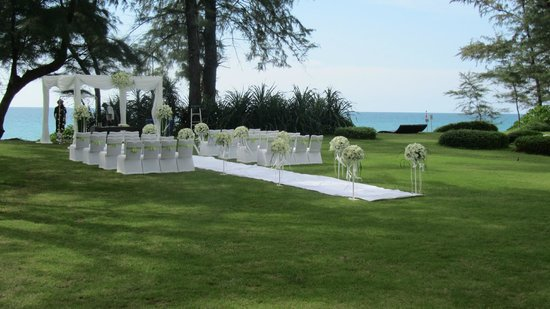 Renaissance Phuket Resort & Spa: wedding beach side renaissance hotel