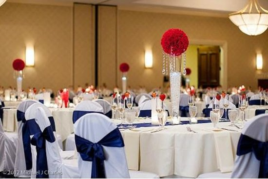 UMass Lowell Inn & Conference Center: Spacious, elegant ballroom