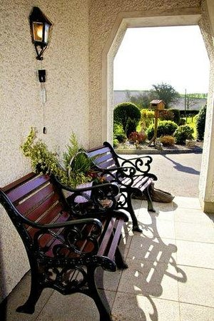 Greenacres Guesthouse: Front Porch