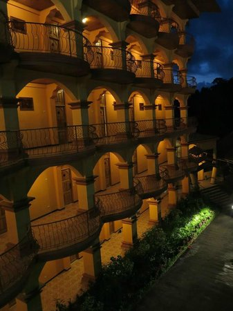 Hotel San Bada: San Bada at night