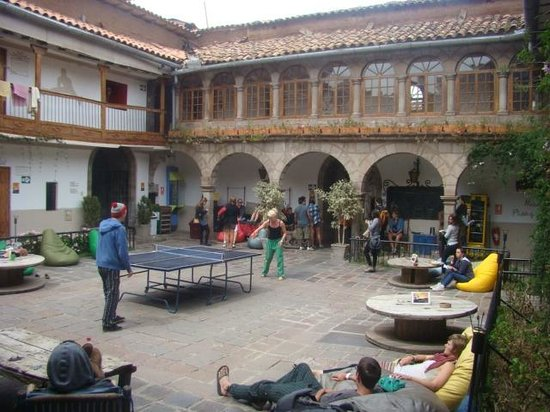Pariwana Hostel Cusco: Habitaciones frente al patio