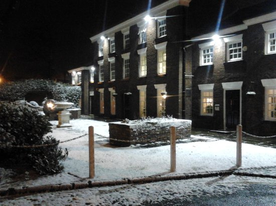 Mercure Bolton Georgian House Hotel:                   we love the snow at mercure bolton georgian house