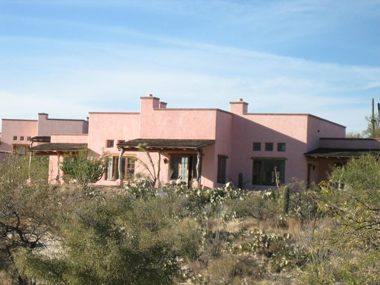 Tanque Verde Ranch:                   comfy quarters