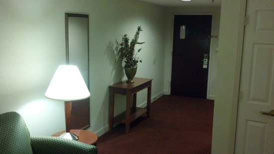 La Quinta Inn & Suites Florence: hallway in suite