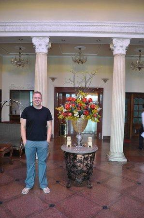 ريفرسايد هوتل سايجون: Hotel Lobby