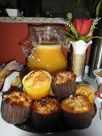 Refugio Tropical Pousada & Flats: Café farto e delicioso.