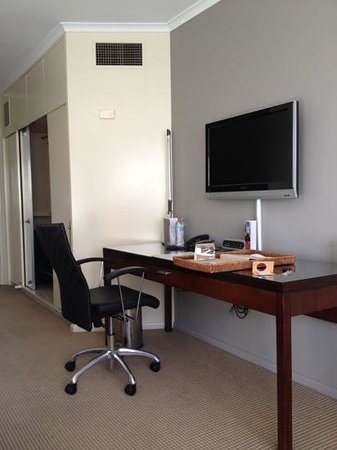 Rydges Parramatta: room