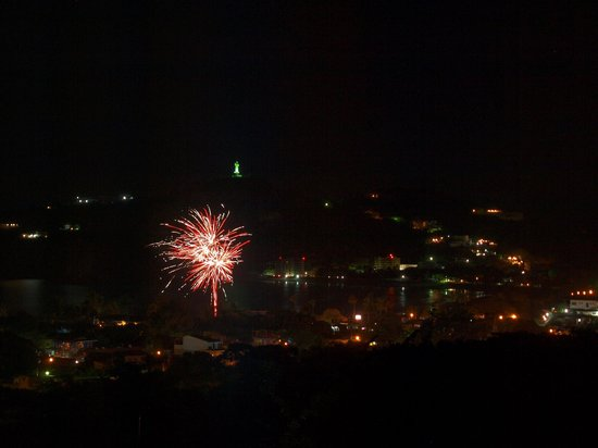 Buena Onda Backpackers: Firework from the hotel