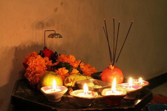 Chandra Niwas Homestay: Indian plate to do praying  or Pooja