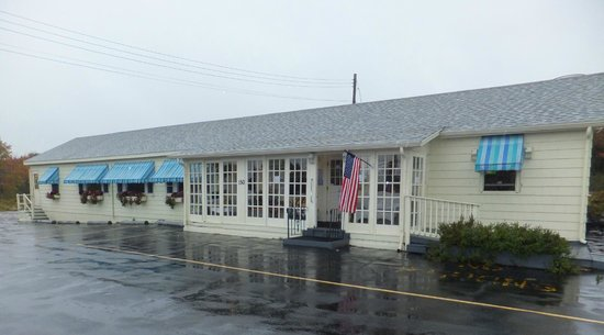 Spurwink Country Kitchen: front view on a rainy fall day