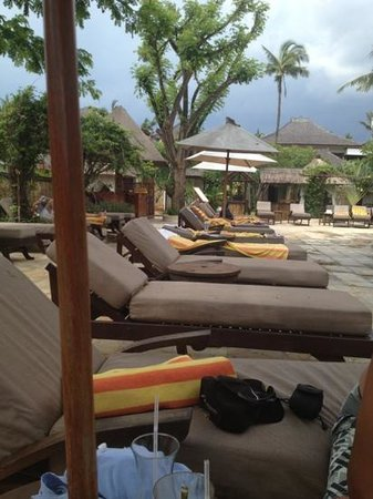 Rama Beach Resort and Villas: loungers