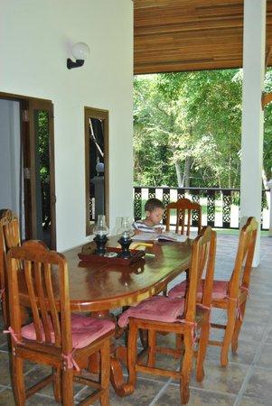 Woodlawn Villas: terrasse côté nord