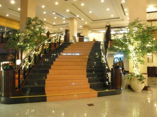 Duangtawan Hotel Chiang Mai:                   Stairway to reception