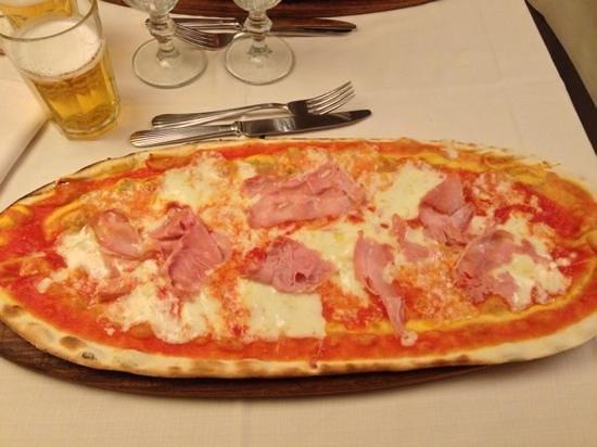 Orso Bruno: pizza al prosciutto 8,50€