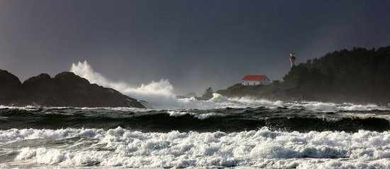 Chesterman Beach Bed and Breakfast: storm watching out your front door!