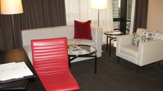 Le Meridien San Francisco: Lounge area in Suite