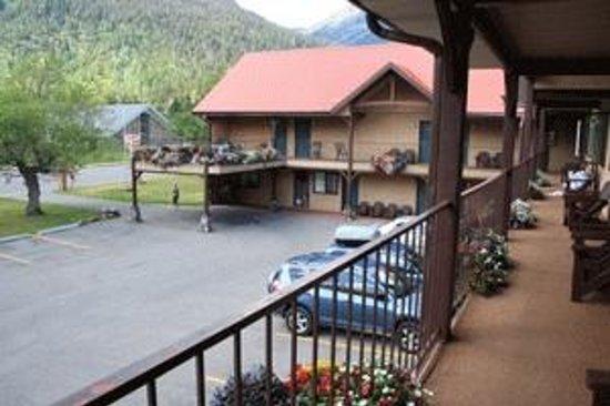 Aspen Village: 2nd floor balcony