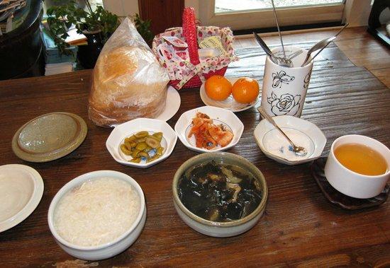 Hanok Guesthouse Eugene's House :                   Breakfast