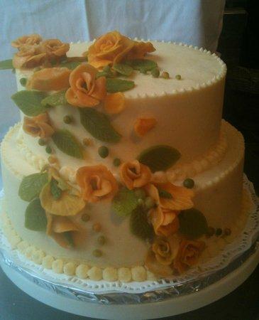 Trap Door Bakehouse & Cafe: Wedding Cake