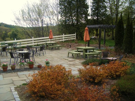 Trap Door Bakehouse & Cafe: Outdoor seating and patio