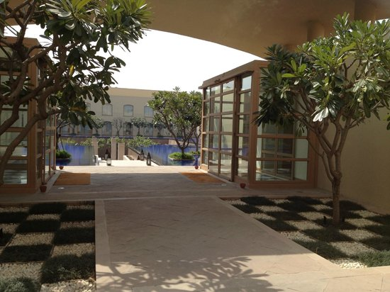 Trident, Gurgaon:                   Hotel grounds