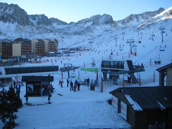Hotel De Les Pistes :                   Mountain view