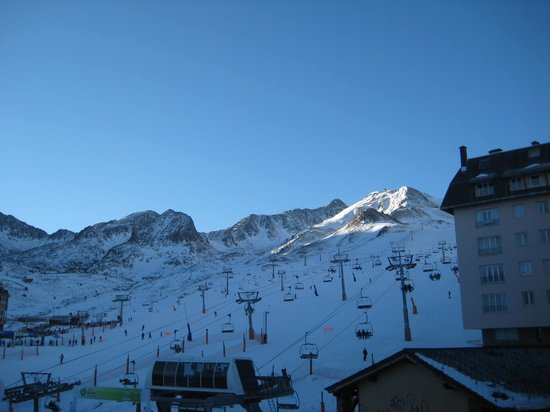 Hotel De Les Pistes :                   Mountain view