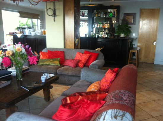 Primi Royal:                   colorful african living room